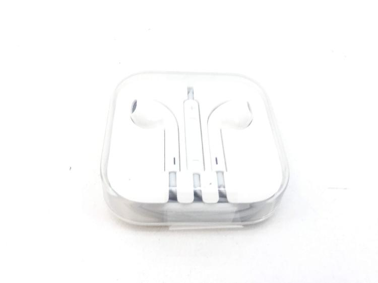 In ear apple earpods