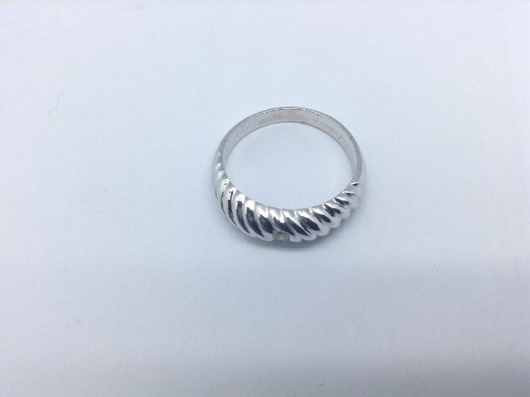 35 % anillo oro primera ley (oro 18k con piedra)