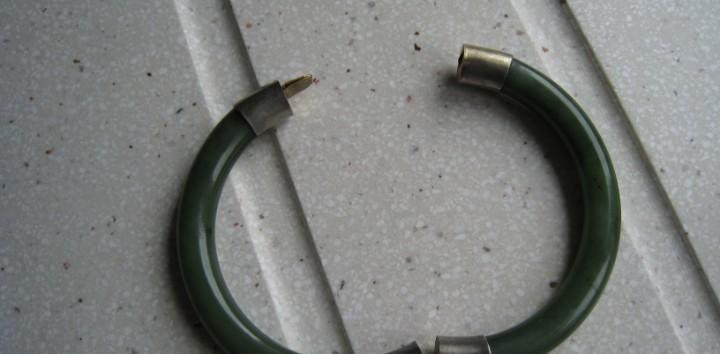 Antiguo brazalete de jade verde muy dificil de encontrar