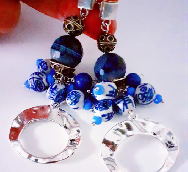 Pendientes de ágatas azul marino y cuentas de porcelana