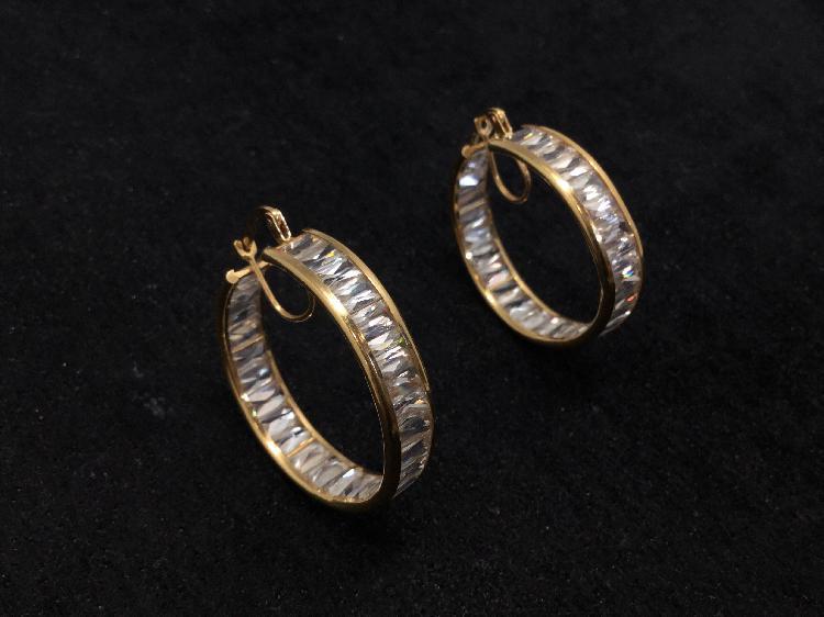Argollas oro primera ley (oro 18k con piedra)