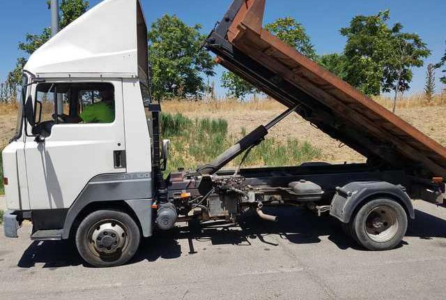 Camion con gancho portacontenedores de 3500 kg