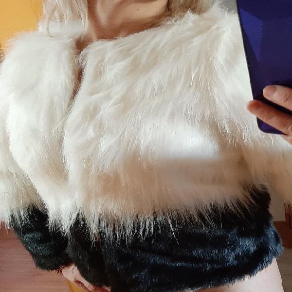 Abrigo pelo blanco y negro