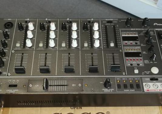 Mezclador profesional pioneer djm 3000.