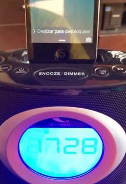 Radio despertador con dock