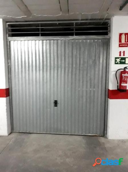 Garaje cerrado en la calle san julian, zona parque de las naciones, torrevieja