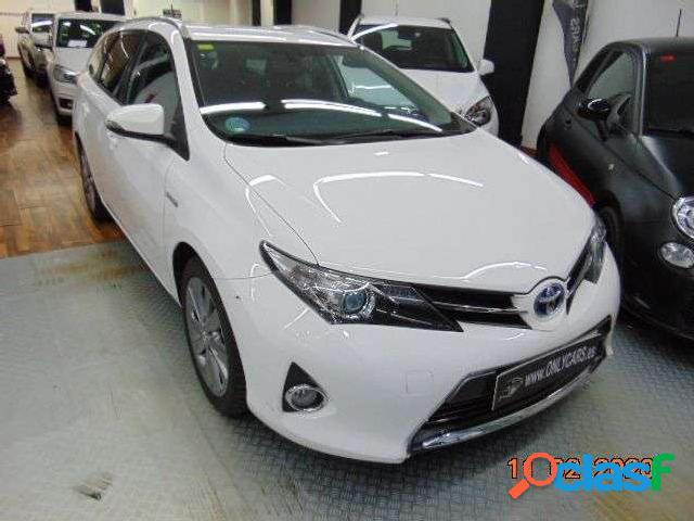 Toyota Auris Touring Sports Hybrid Advance '15 1