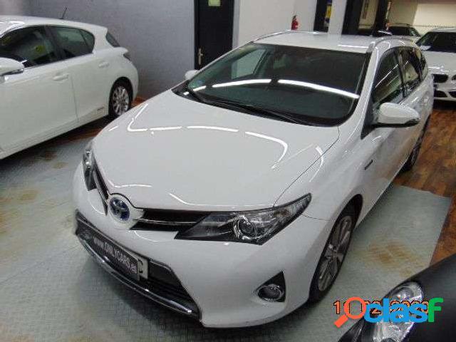 Toyota Auris Touring Sports Hybrid Advance '15 2