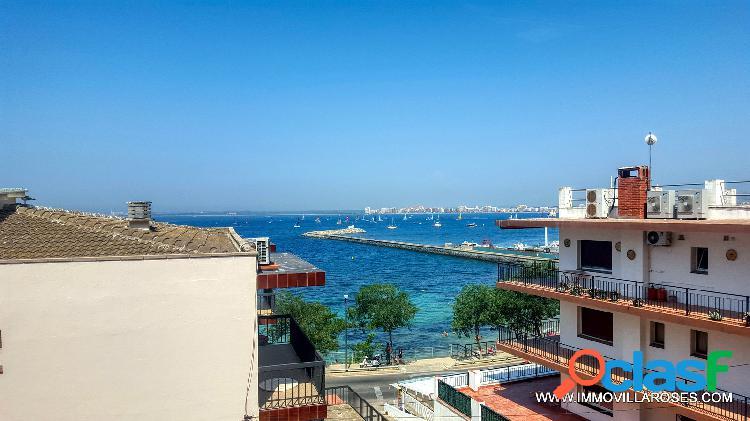 Apartamento con vistas al mar y parking