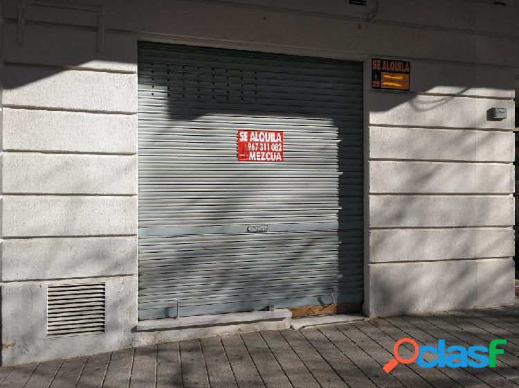 Locales comerciales en zona de servicios totalmente acondicionados