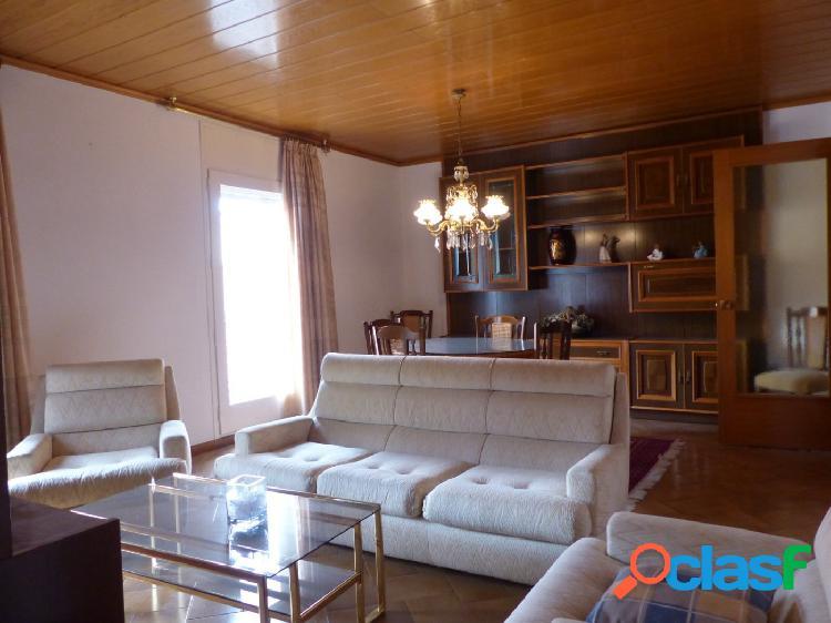 Espectacular piso con 245 m2 en una misma planta y garage privado zona cal font por 250.000 eur