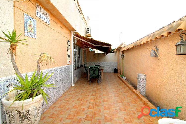 Bungalow 3 dormitorios. esquina con solárium y piscina comunitaria