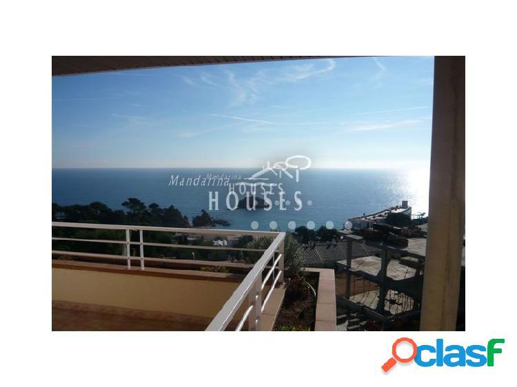 Villa con espectaculares vistas al mar.