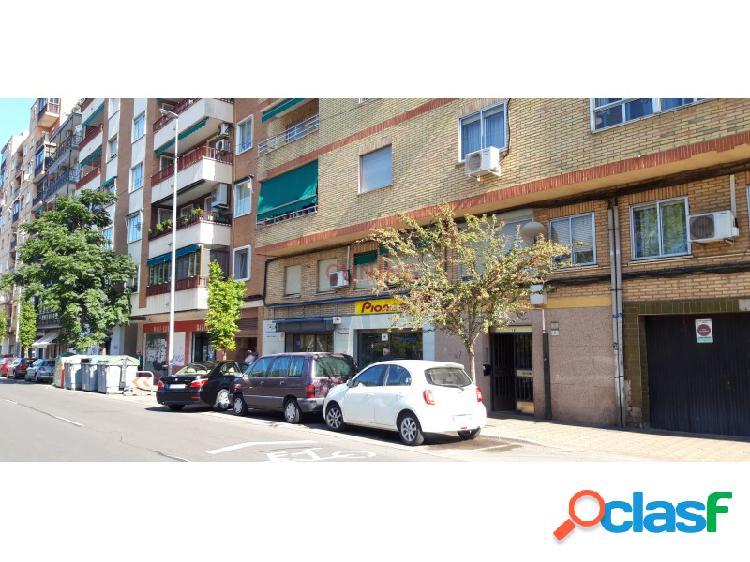 Local comercial en planta de calle situado junto a la zona de múltiples. ideal para inicio de actividad.