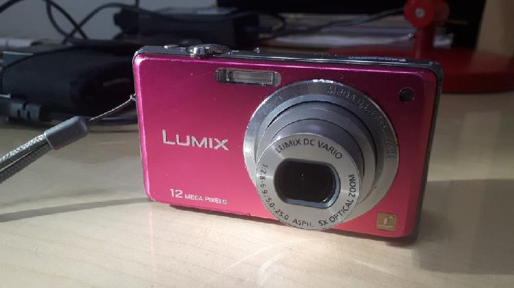 Cámara de fotos lumix 12 mpx