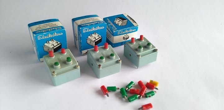 Electrotren lote de pupitres de mando. tal cual fotos