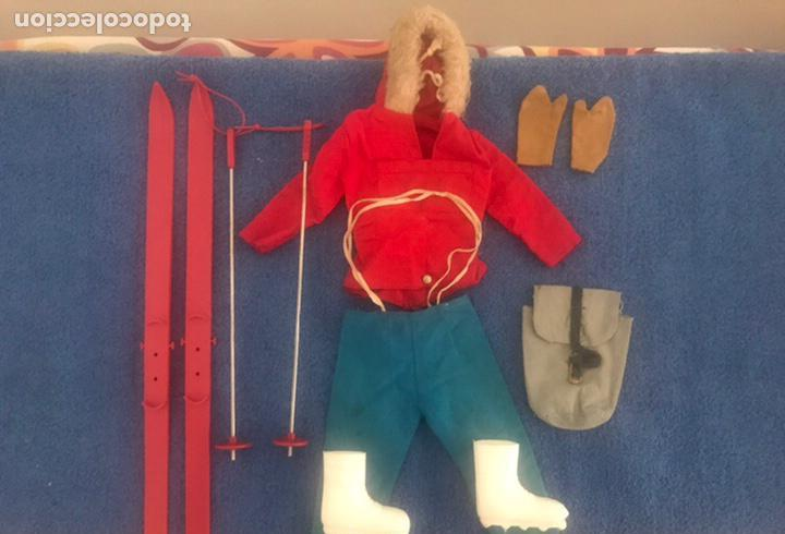 Equipo del explorador polar artico geyperman con palos y