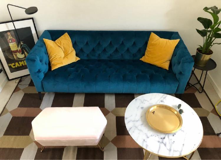 Sofa estilo chester terciopelo azul