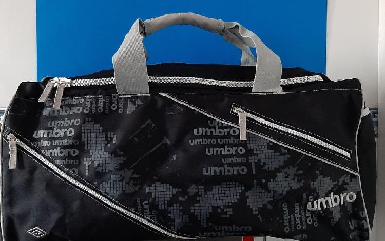 Umbro,bolsa impermeable nueva para deporte o viaje