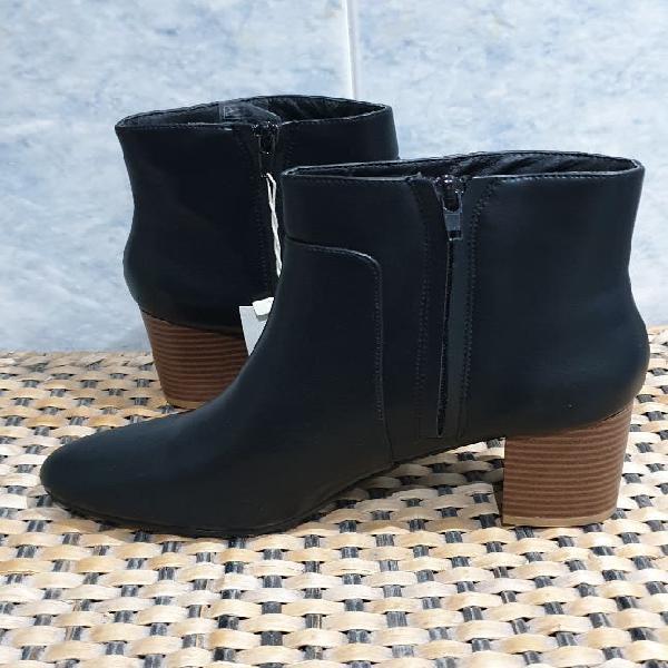 Nuevos con etiquetas botines mujer negros