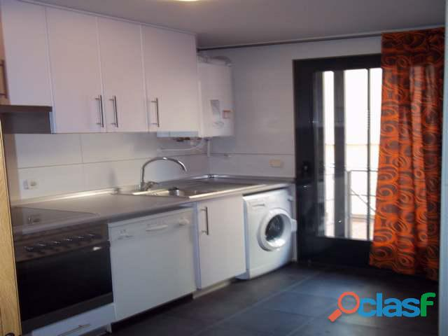 Se alquila piso de 2 dormitorios y 2 baños con ascensor en Madrid 4