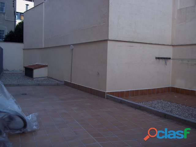 Se alquila piso de 2 dormitorios y 2 baños con ascensor en Madrid 8