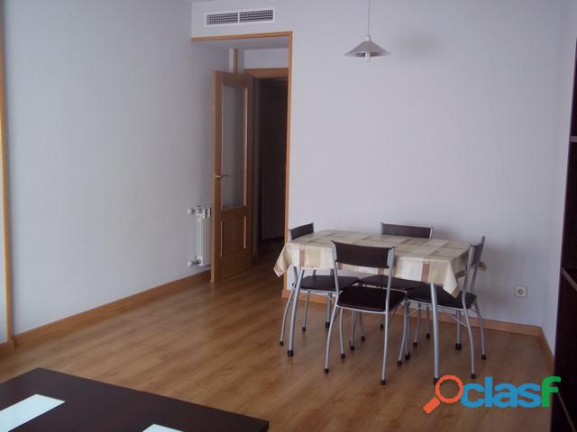 Se alquila piso de 2 dormitorios y 2 baños con ascensor en Madrid 10