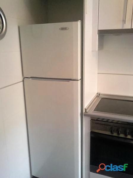 Se alquila piso de 2 dormitorios y 2 baños con ascensor en Madrid 11