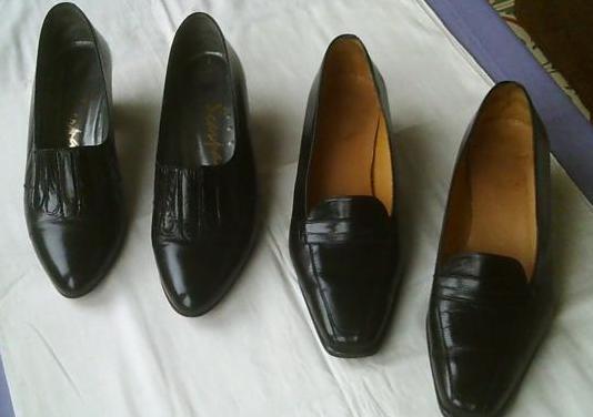 2 pares de zapatos de salón