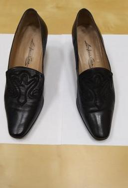 6 pares zapatos piel negros,2 pares de botas cuero