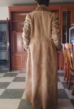Abrigo super largo,en piel.