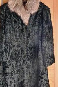 Abrigo astracán cuello zorro plateado