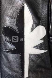 Cazadora negra diseño exclusivo