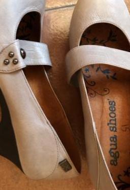 Zapatos núm 37,5 color gris