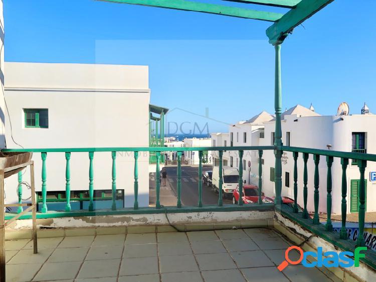 Piso con terraza y vistas al mar en el centro del pueblo