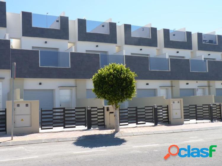 Duplex con 3 dormitorios, solarium y piscina comunitaria, 500 m a la playa