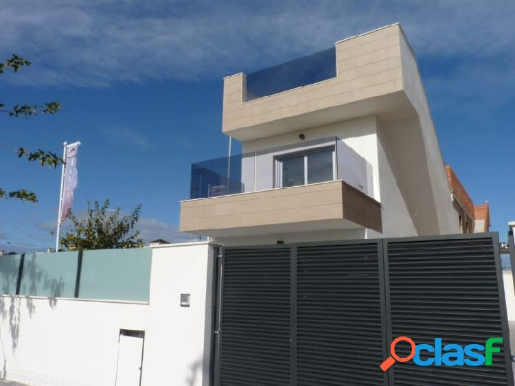 Villa de 3 dormitorios con solarium y piscina privada, a 600 m de la playa