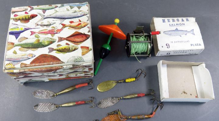 Caja hergar con seis cucharillas pesca carrete y radar pik