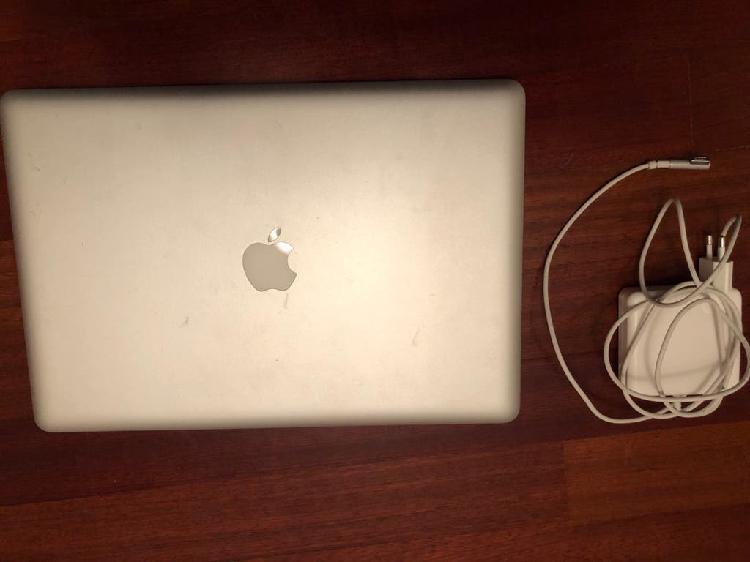 """Macbook pro 15,4"""" a1286 ssd 240gb no se ve"""