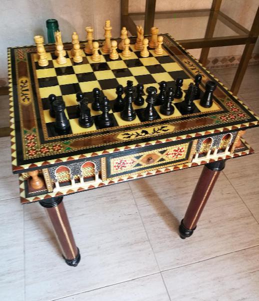 Mesa de ajedrez de autentica taracea granadina