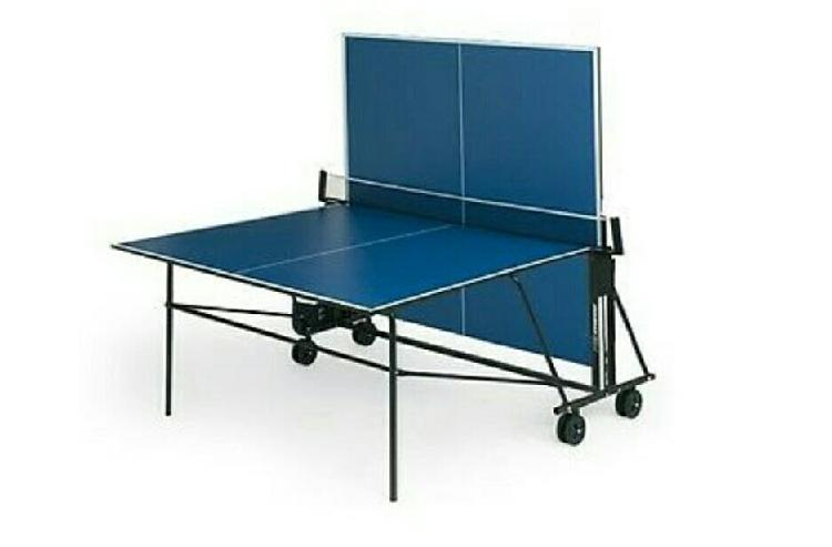 Mesa de ping pong interior plegable.