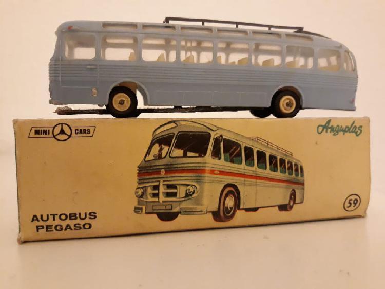 Minicars anguplas autobús pegaso con caja.