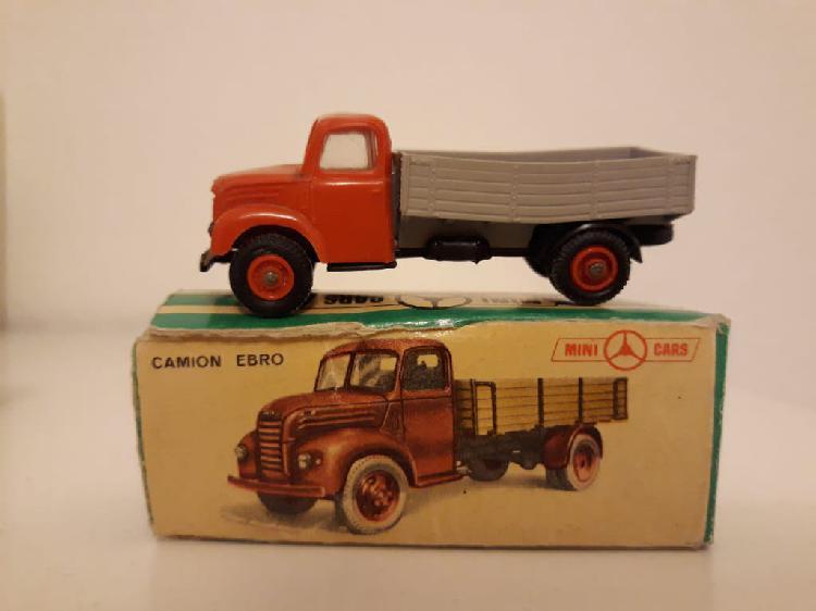 Minicars anguplas camión ebro con caja.