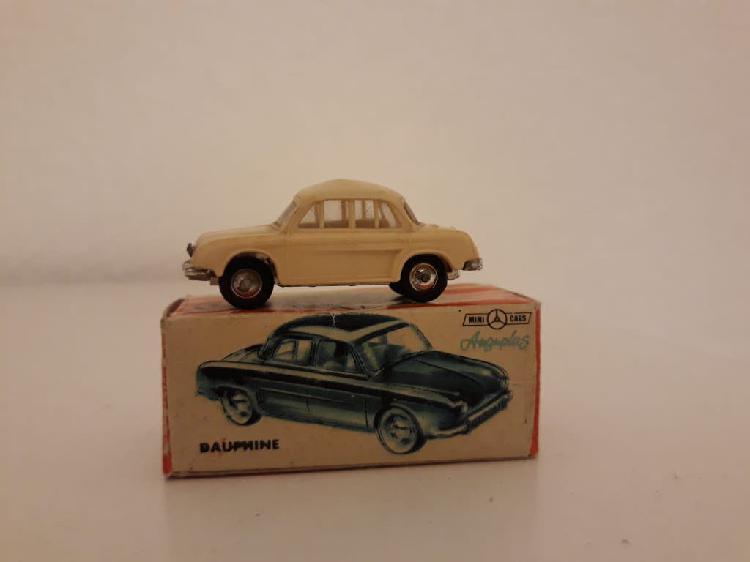 Minicars anguplas dauphine con caja.