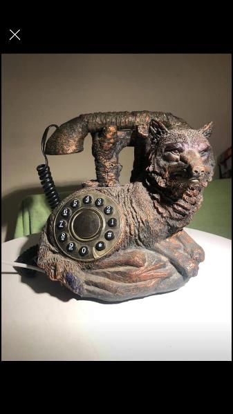 Teléfono con cable retro o decoración es antiguo