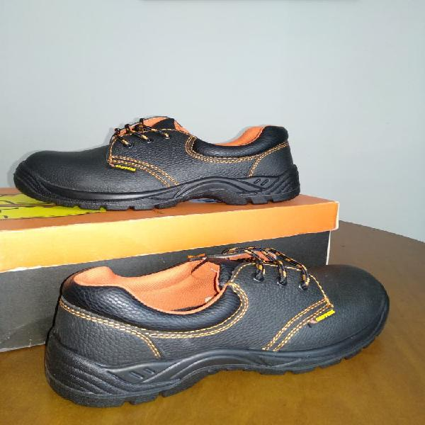 Zapatos de trabajo.