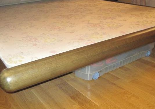 Estructura cama madera maciza con base tapizada