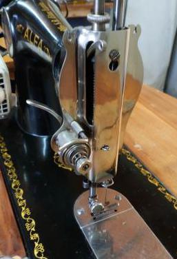 Maquina coser eléctrica vintage