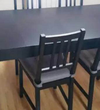 Mesa extensible ikea con 4 sillas y cojines