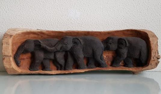 Relieve elefantes de madera